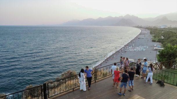 Türkiye'nin turizm başkenti Antalya'ya turist yağdı