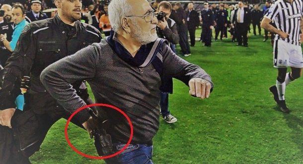 PAOK Başkanı Savvidis sahaya tabancayla girmişti