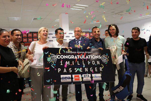 Alanya'ya gelen Belçikalı turist çifte 1 milyonuncu yolcu sürprizi!