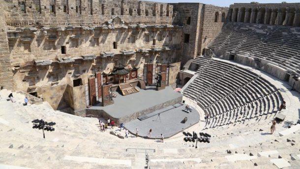 Asırlara meydan okuyan Aspendos, mimarisiyle turistleri kendine hayran bırakıyor!