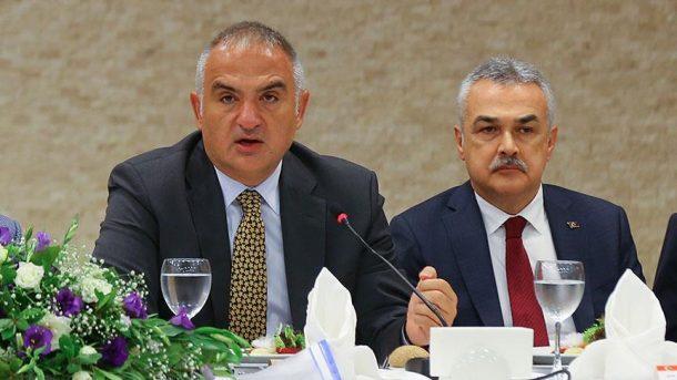 Bakan Ersoy: Bedava vermeyeceksiniz. Türkiye'de bedava veriyorsanız, mundar ediyorlar!