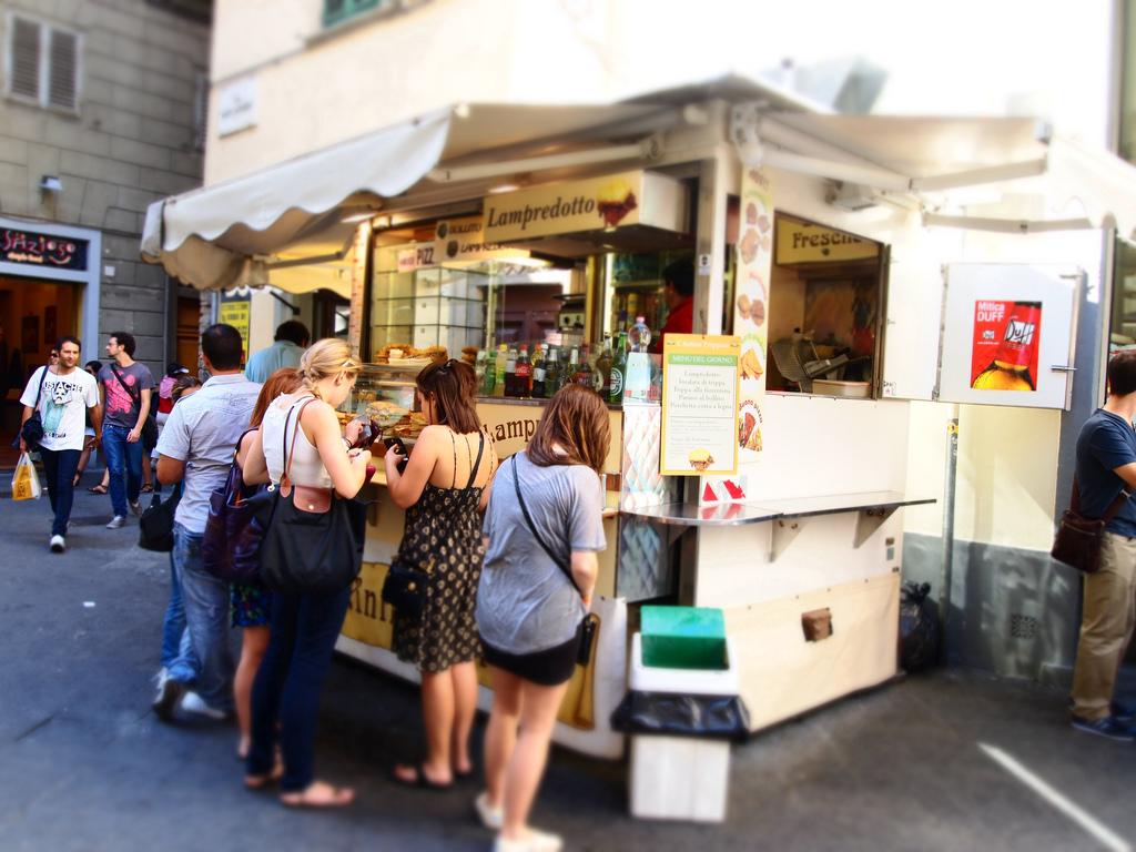 Floransa'dan ilginç yasak... Sokakta yemek yemek yasaklandı!