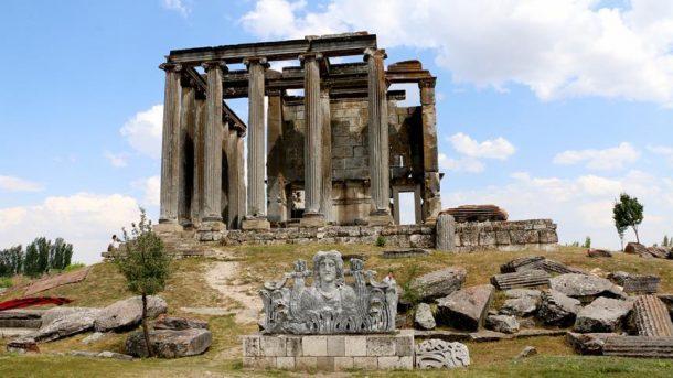 İkinci Efes Antik Kenti'nde kayıklar yüzdürülecek!