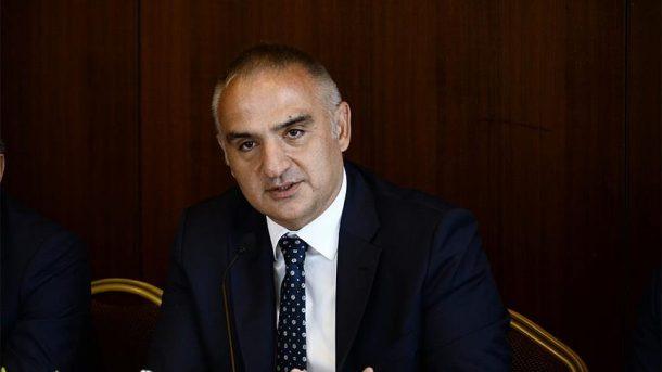 Bakan Ersoy, sektörü meslek olarak görmeyen turizmcileri eleştirdi!