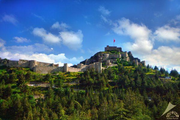 Türkiye'nin en görkemli kaleleri Amasya Kalesi