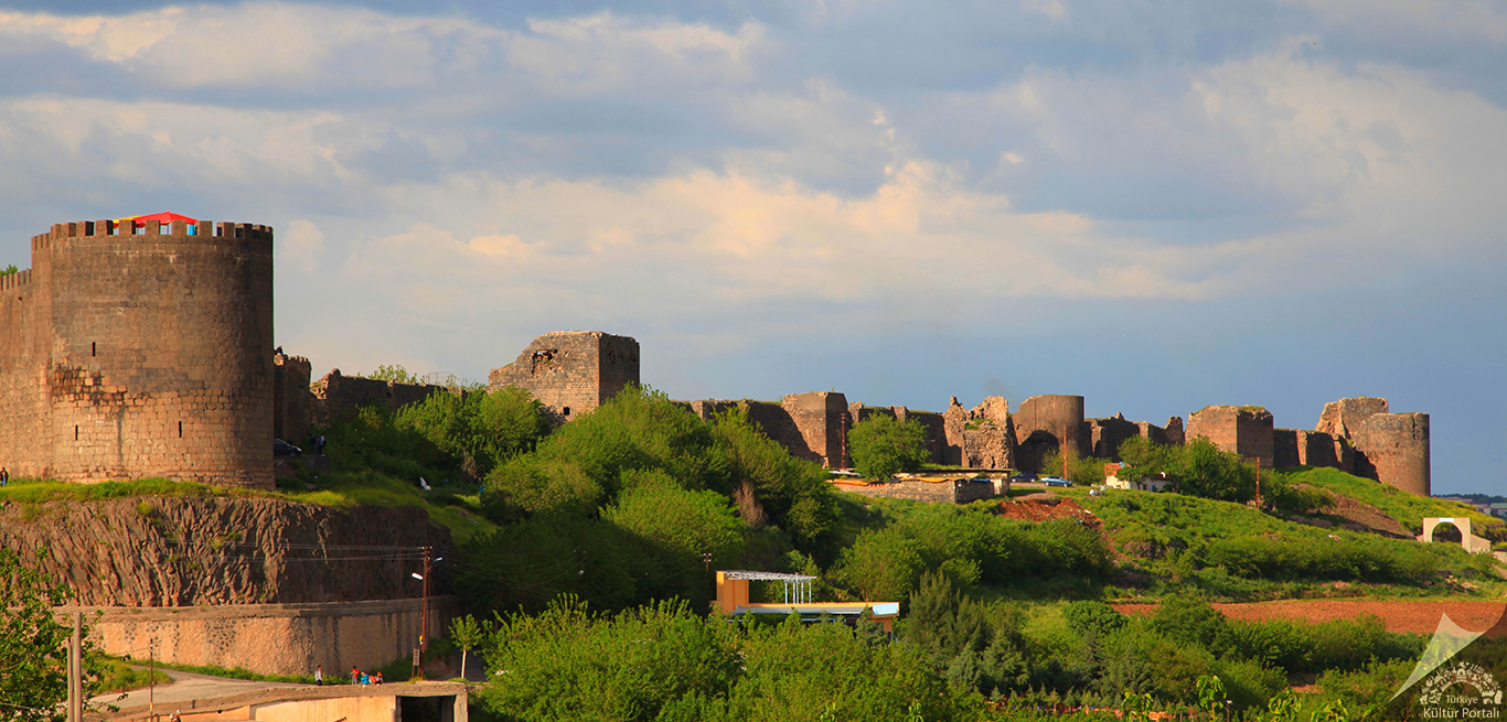 Türkiye'nin en görkemli kaleleri Diyarbakır Kalesi