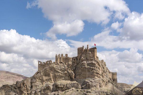 Türkiye'nin en görkemli kaleleri Hoşap Kalesi- Van