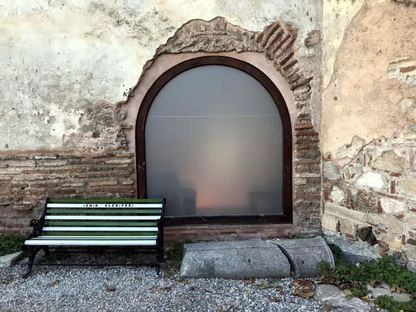 1700 yıllık Bursa Ayasofya Camisi'ne cam kapı takıldı