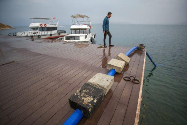 Van Akdamar Adası'na su gidiyor