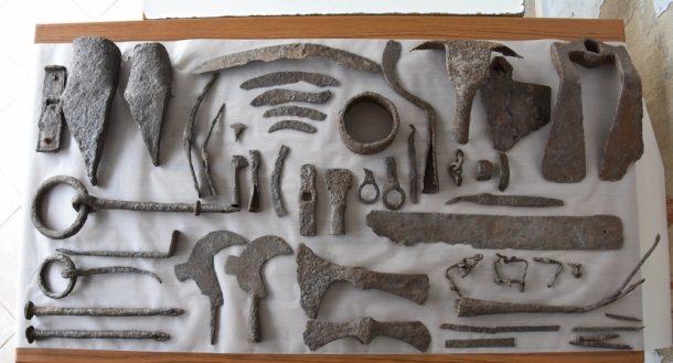 1500 yıllık küpün içinden aletler çıktı