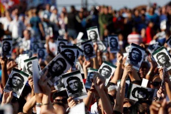 Küba devriminin önderlerinden Che Guevara anılıyor