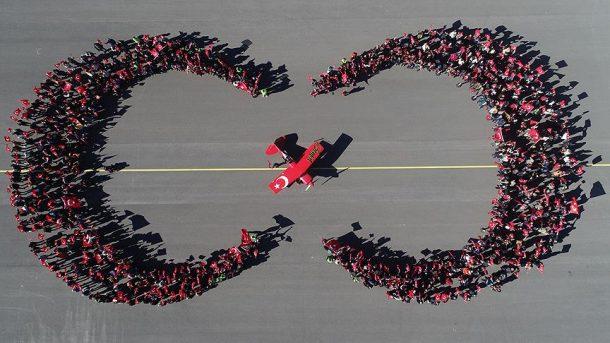 Cumhuriyet Bayramı'nda Türk kadın akrobasi pilotundan muhteşem gösteri!
