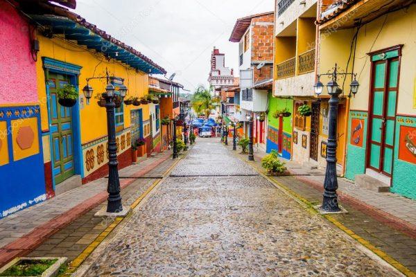 Kolombiya'da Guatape'yi mutlaka görün