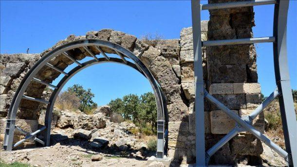 Herodes Atticus Hamamı'nın kemerleri çelik ile kurtarıldı!