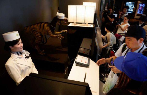 Japonya'da daha ucuz hizmet için Robot Oteli hizmete açıldı!