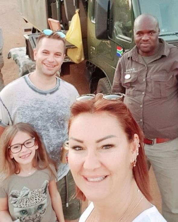 Pınar Altuğ ve Yağmur Atacan Afrika tatilinde safari yaptı!
