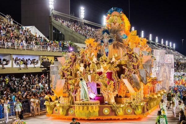 Ünlü Rio Karnavalı büyük pehrizden önce yapılıyor