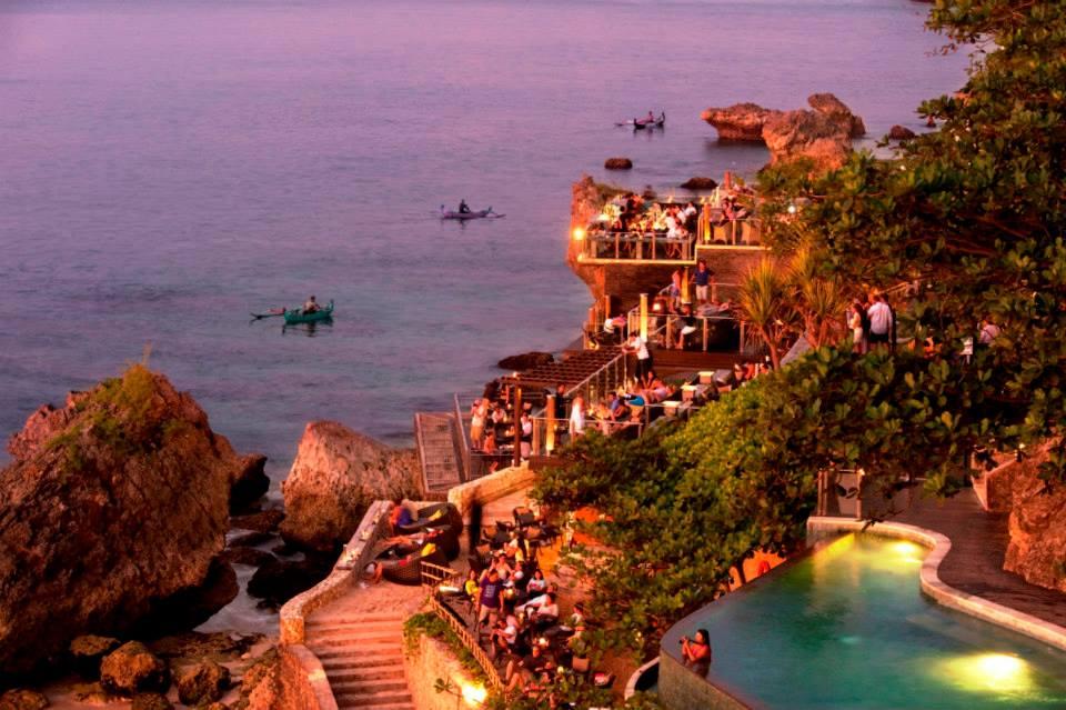 Bali Ayana Resort Hotel yönetimi ödül verecek