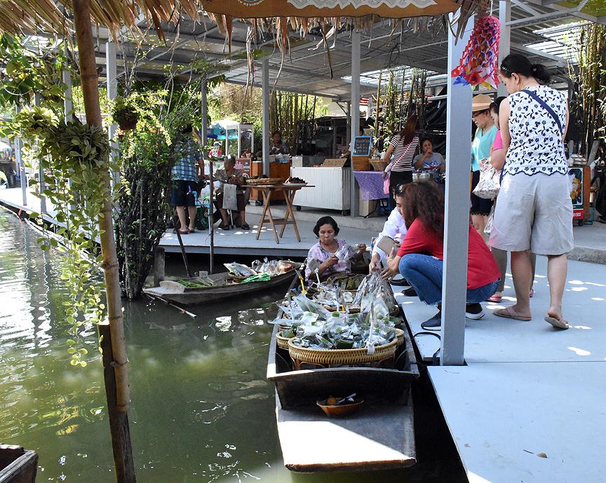 Khlong Lat Mayom yüzen pazarları