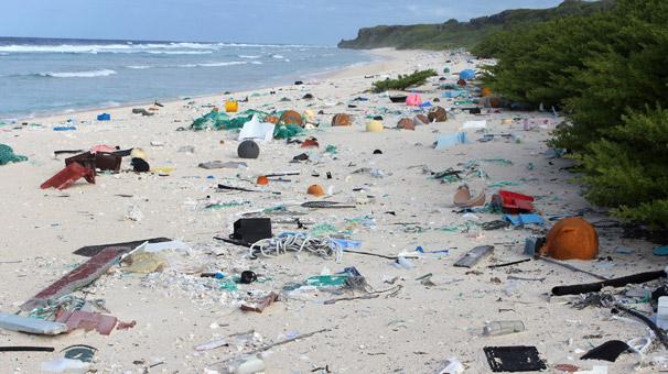 Dünya plajlarında 24 saatlik temizlikte 2,4 milyon izmarit toplandı!