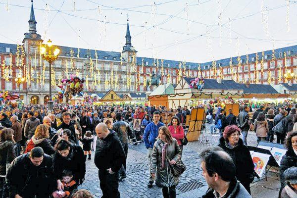 Madrid'in en popüler Noel pazarı Plaza Mayor'da
