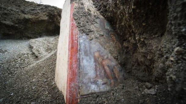 Tanrıça Leda ve Zeus duvar resmi bulundu