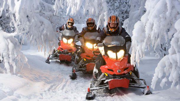 Lampland Kar motosikletleriyle orman gezisi