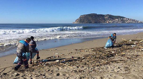 Dalga sörfüne ev sahipliği yapacak Alanya'da sahiller temizlendi!
