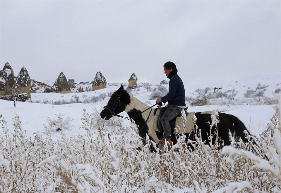 Peri bacalarına gelen turistler atlı safarinin keyfini çıkardı