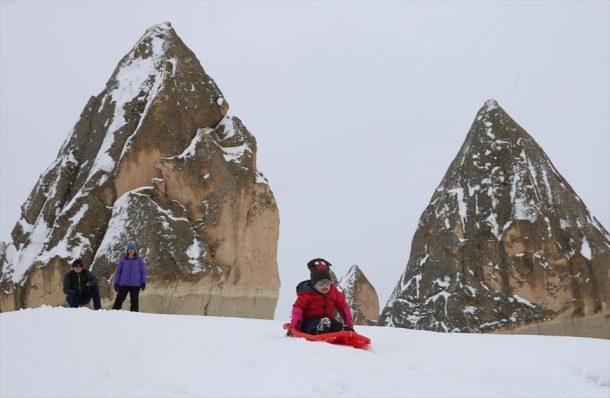 Kapadokya karlar altında... Peri bacaları arasında safari