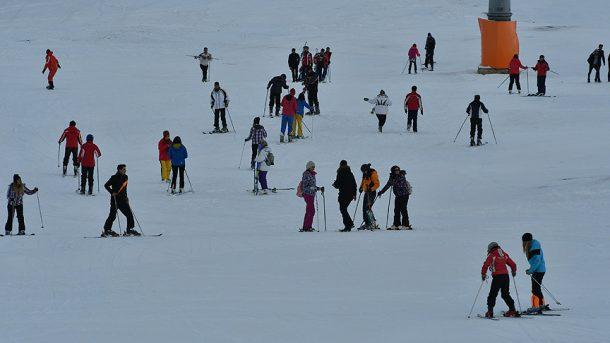 Kış turizmi sezon açtı, Cıbıltepe Kayak Merkezi doldu taştı!