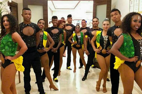 Kolombiyalı dansçılar Atatürk Havalimanı'nda 12 gündür mahsur!