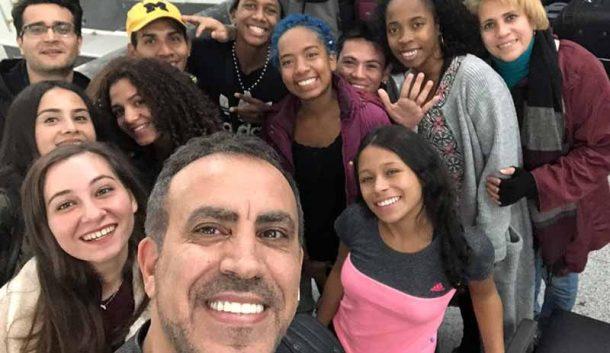 Kolombiyalı dansçıların imdadına Haluk Levent yetişti!