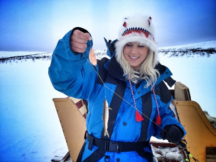 Lapland'da buzda balık tutmanın keyfine varın