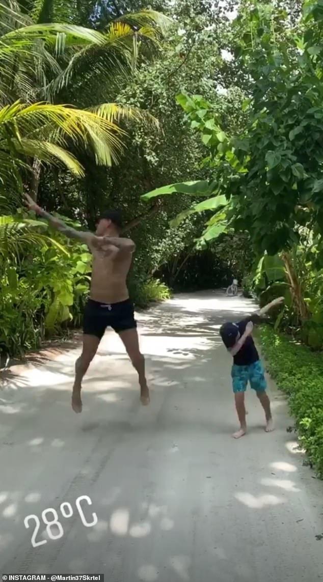 Martin Skrtel oğlu Matteo ile Maldivler tatilinde