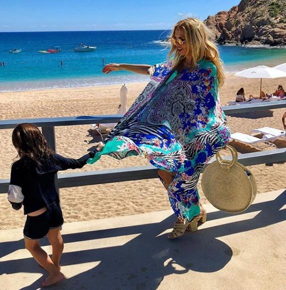 Ambrosino, Rachel Zoe ile birlikte Meksika tatiline çıktı