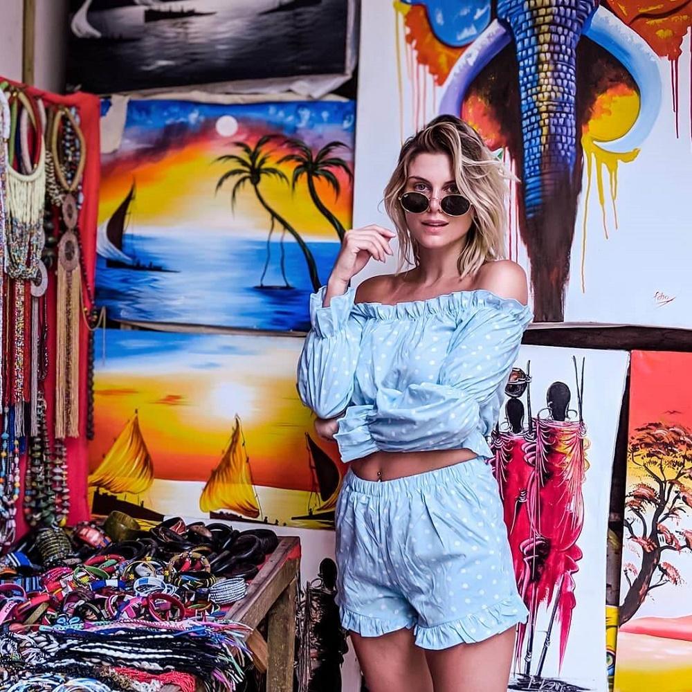 Ashley'e Zanzibar tatilinde arkadaşı Charlotte De Carle eşlik etti