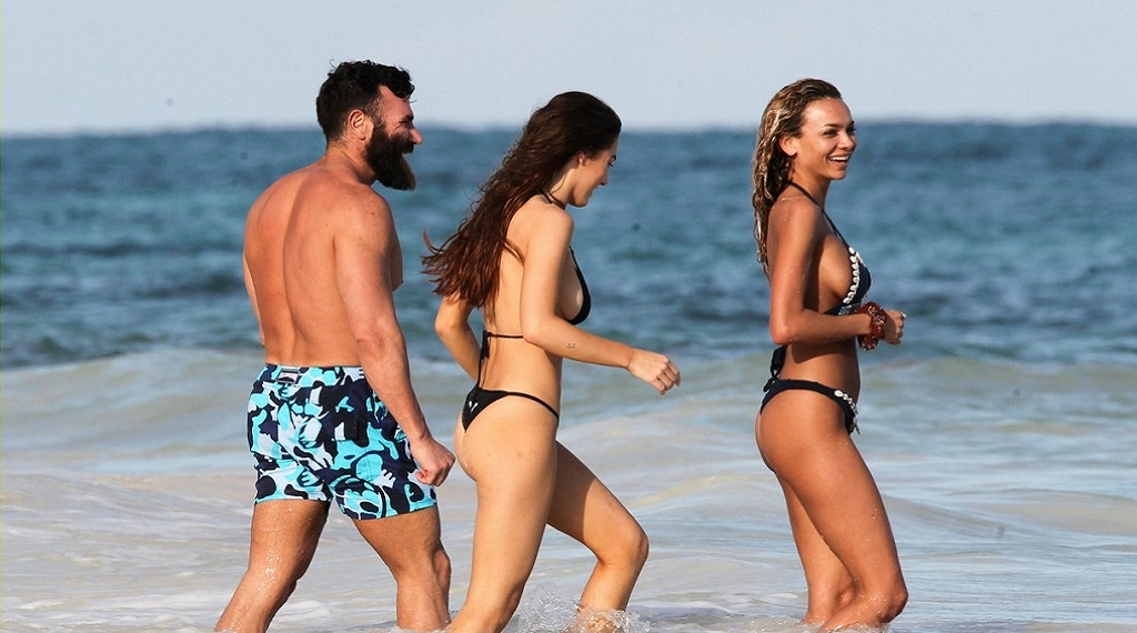 Dan Bilzerian'a Tulum tatilinde kız arkadaşları eşlik ediyor