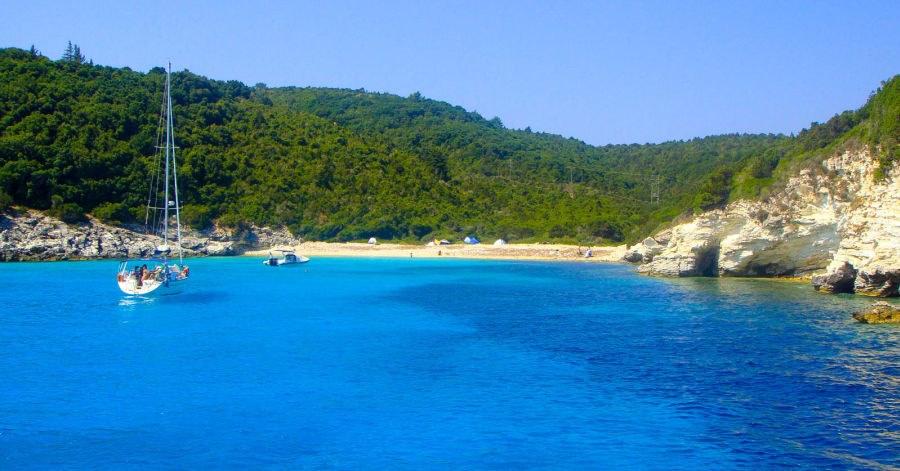 Parga'da gezilecek yerler arasında çevre adalar da var. Parga'dan Paxos ve Antipaxos adalarına günlük geziler düzenleniyor. Voutoumi plajındaki safir sular nefes kesicidir.