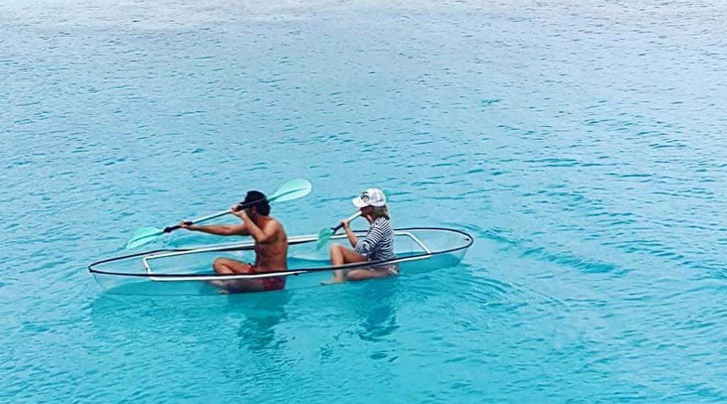 Seren Serengil ve Yaşar İpek kanoya binerek Maldivler denizinde keyif yaptı.