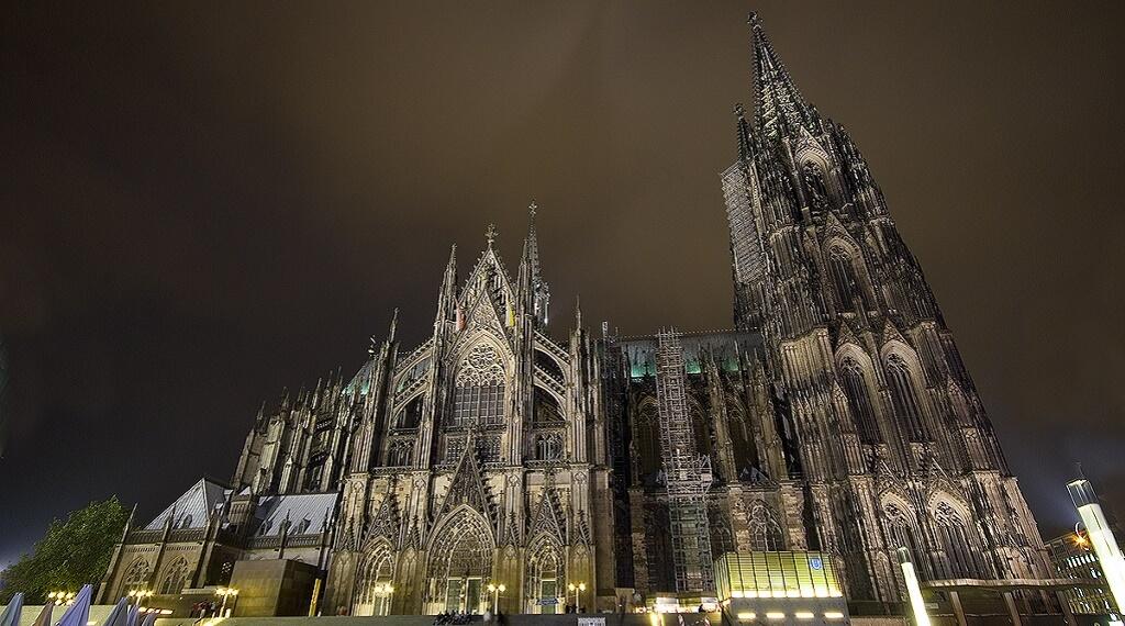 En çok ziyaret edilen ülkelerden olan Almanya'daki Köln Katedrali..