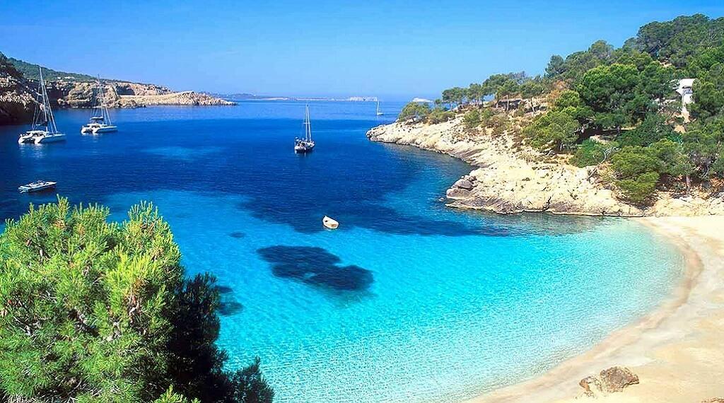 İspanya Adaları'nın en güzellerinden biri İbiza..