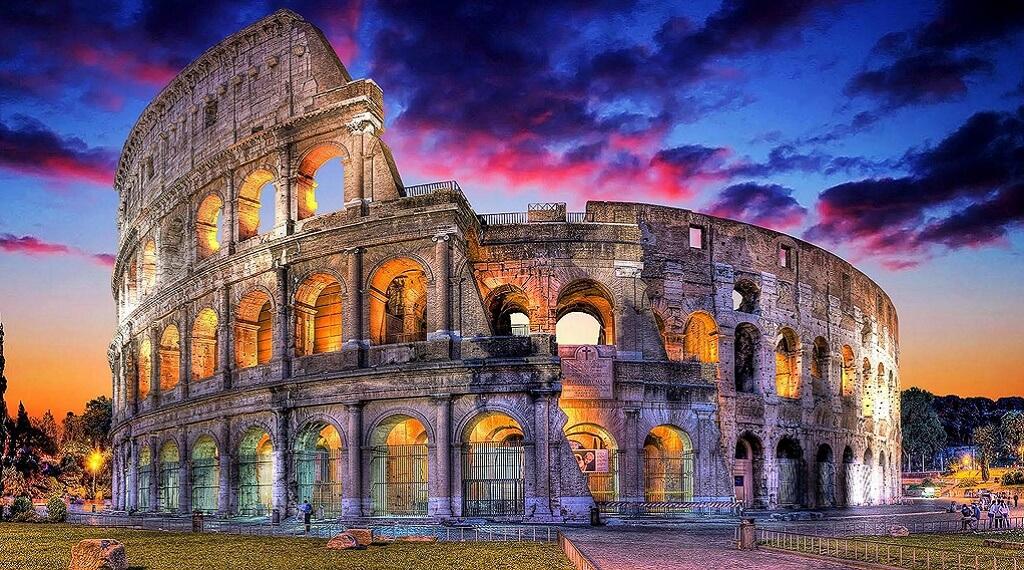 En çok ziyaret edilen ülkelerden İtalya'daki ünlü Kolezyum.