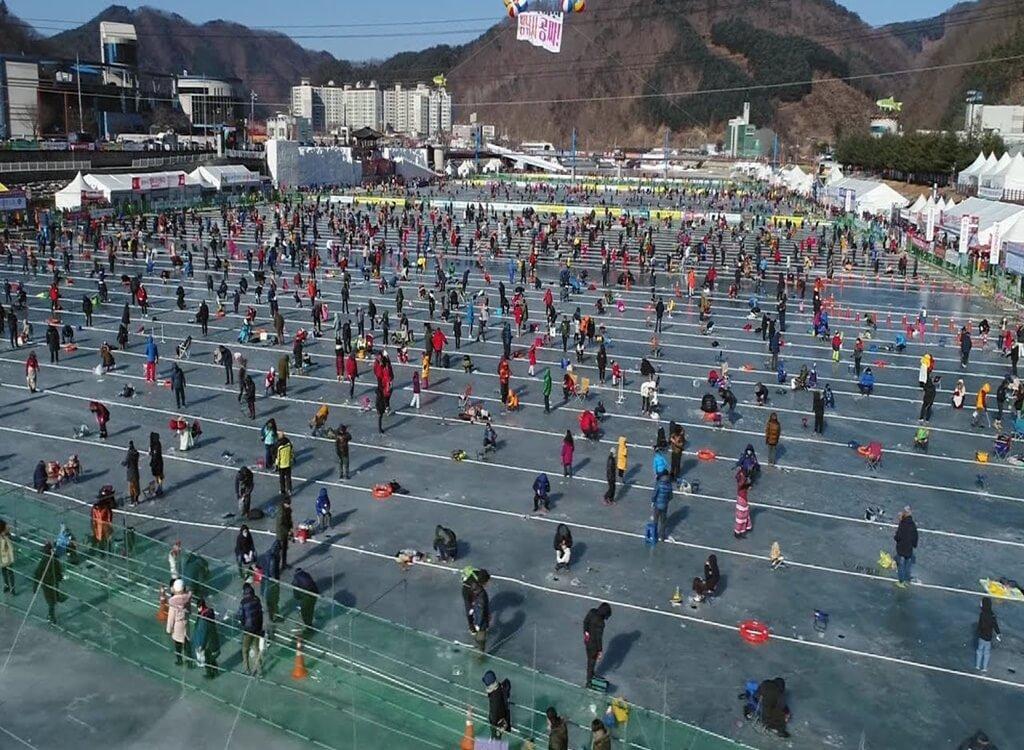 Hwacheon Buzda Alabalık Tutma Festivali