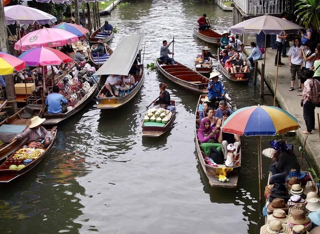 Pattaya'daki yüzen pazar