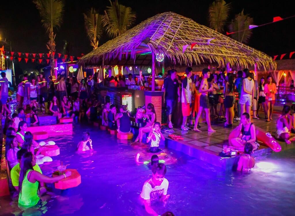 Phuket'te bir plaj barı