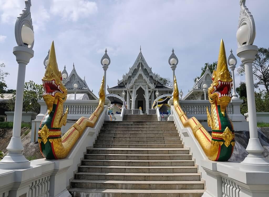 Wat Kaew Korawaram Tapınağı