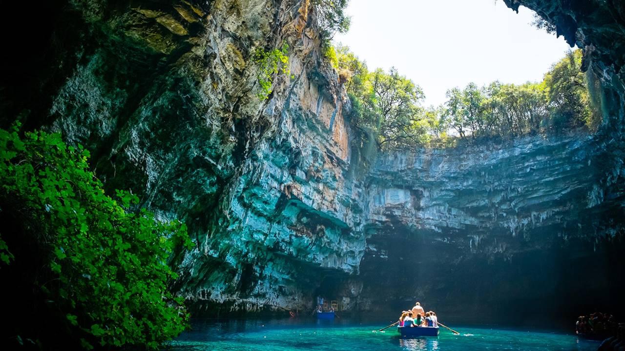 Kefalonya Gezilecek Yerler: Melissani Mağarası