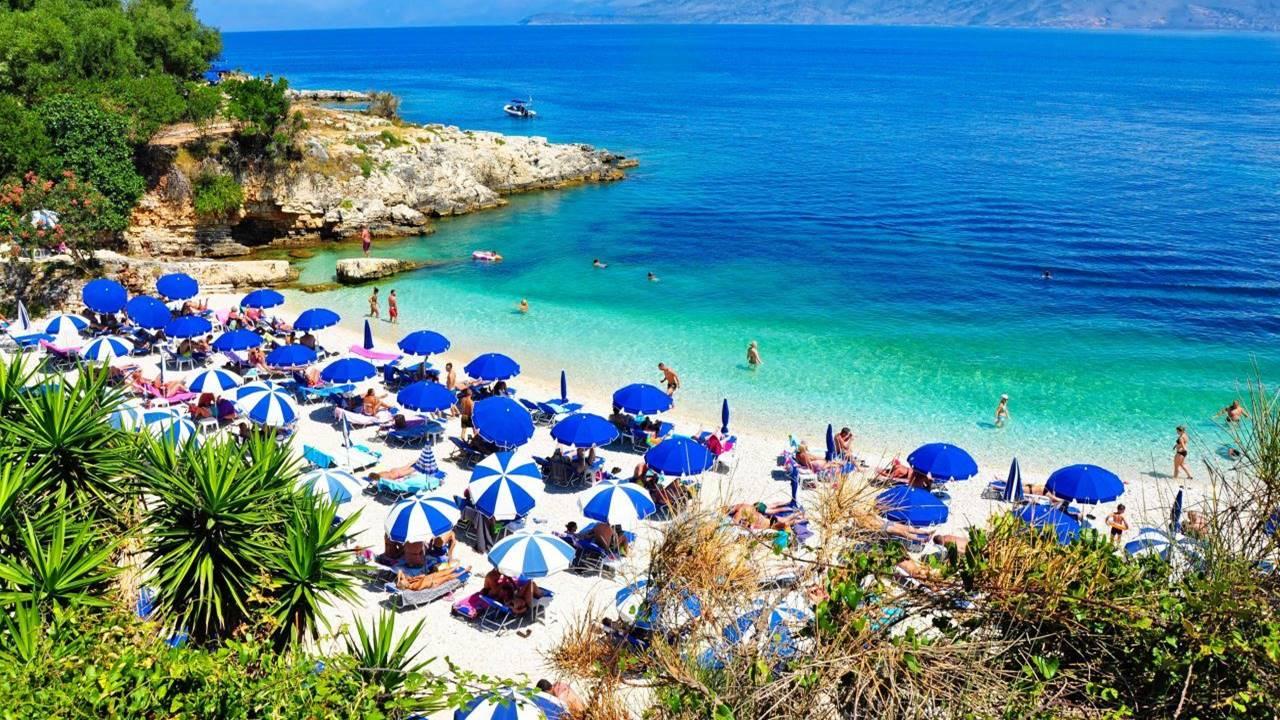 Korfu Gezilecek Yerler: Kassiopi Plajı
