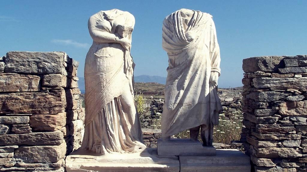 Delos Gezilecek Yerler: Kleopatra Heykeli